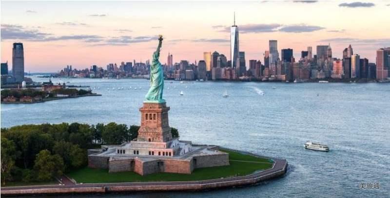 《纽约自由女神像简介》