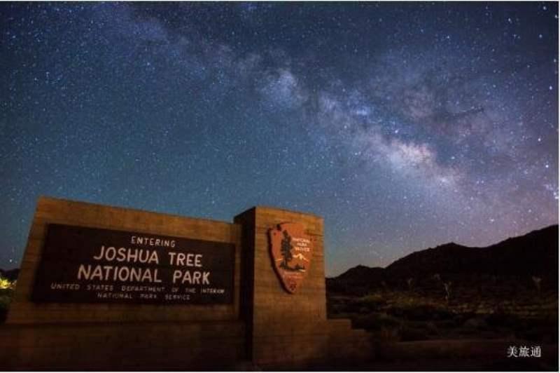 《约书亚树国家公园的星空》