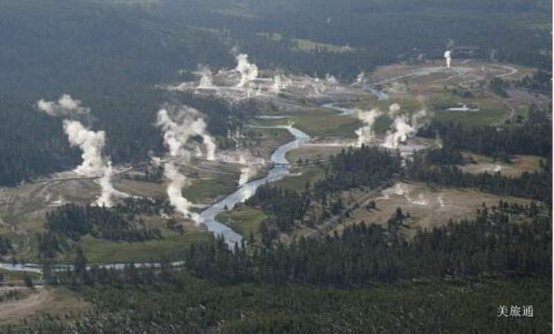 《Old Faithful Area 老忠实泉区》