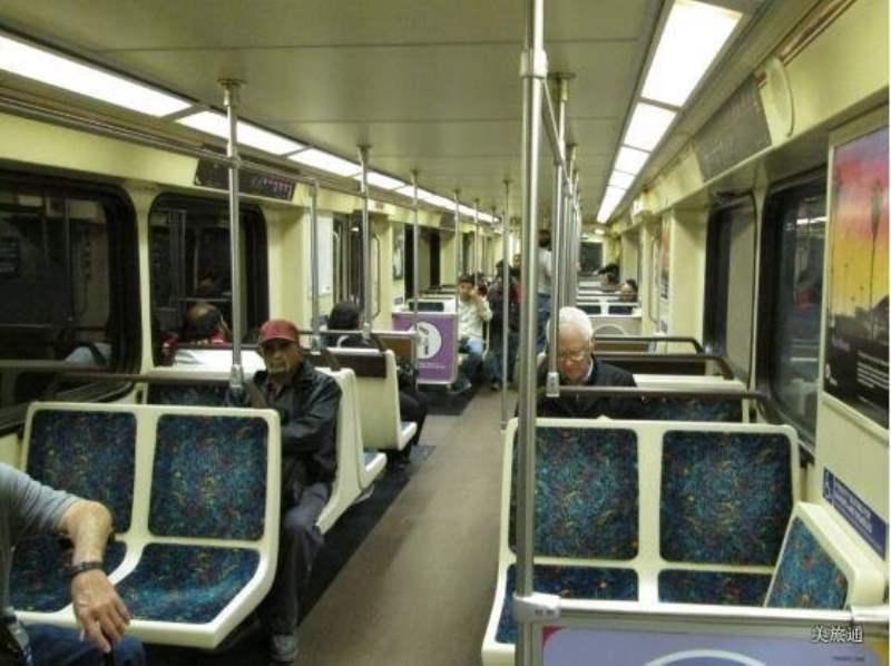 《洛杉矶市内的公共交通》