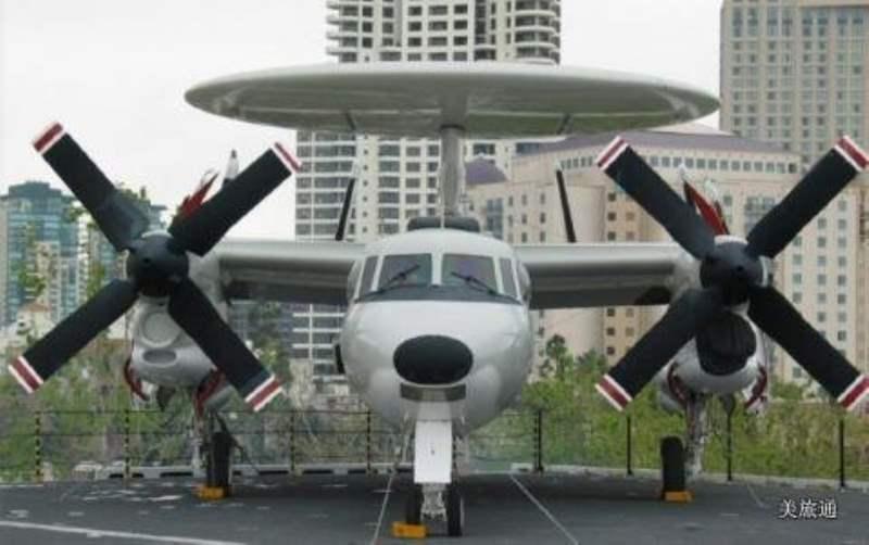 《航母博物馆的飞机》