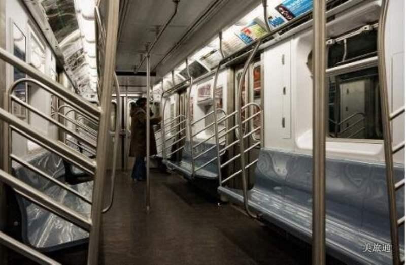《纽约地铁的车厢》