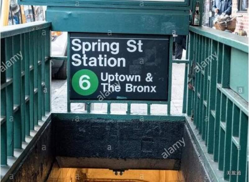 《纽约地铁的入口》