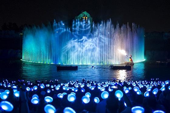 r-1381966295-FantasmicGlowWithTheShow4